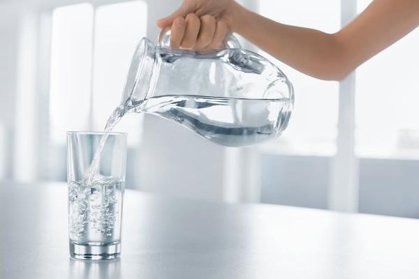 Пить в день не менее полутора литра воды;