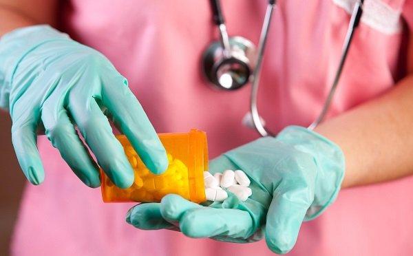 Консервативная терапия состоит из медикаментозного лечения и соблюдения диеты
