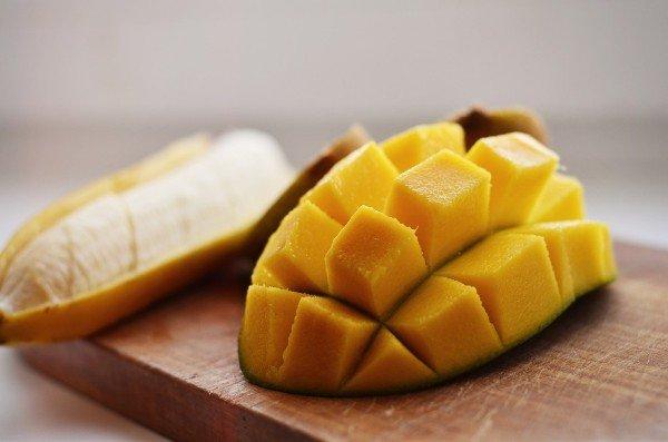 Сладкие фрукты: манго и бананы