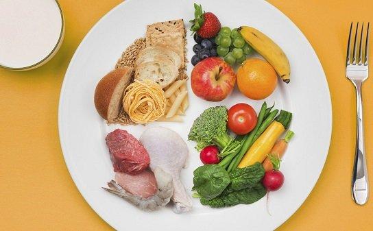 Меню необходимо составлять из максимально питательных блюд, включающих оптимальное количество белков, углеводов, жиров, минеральных веществ и витаминов.