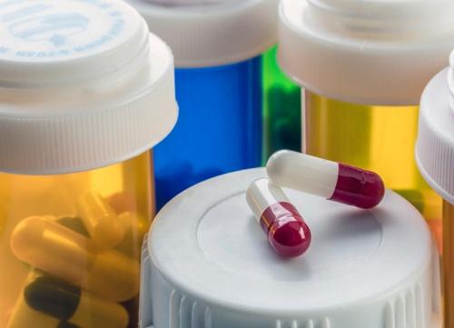 Правильно подобранная медикаментозная терапия помогает обойтись без операции.