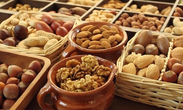 Орехи при гастрите - правила употребления и противопоказания